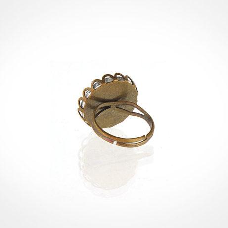 anillo bronce redondo tras